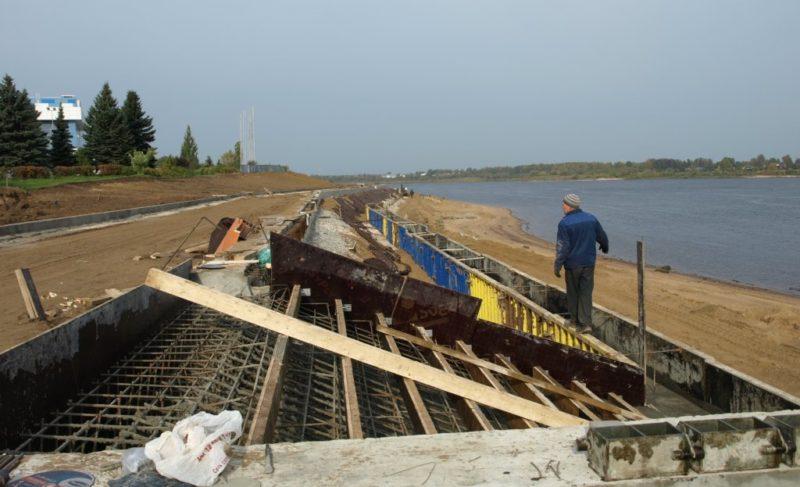 Комиссия из облправительства проверила берегоукрепление в Рыбинске