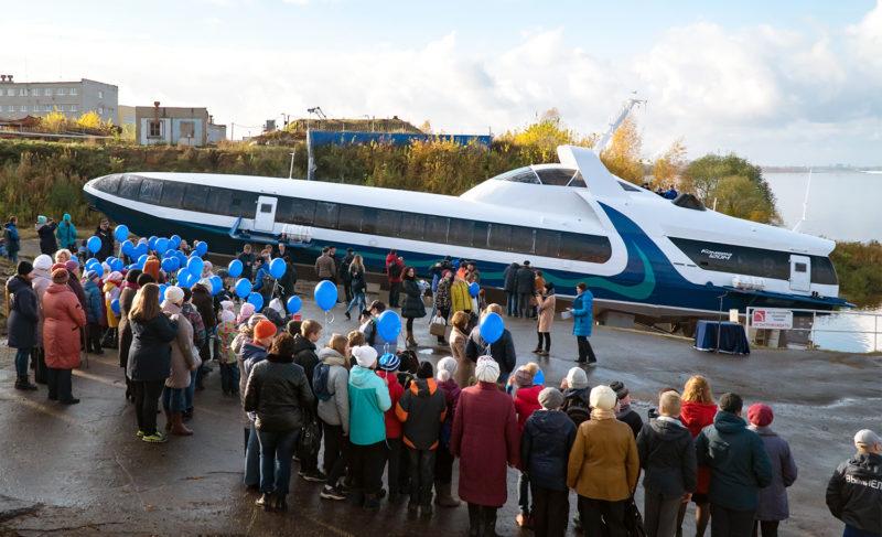 Рыбинская «Комета» отправится в Крым. Сегодня её спустили на воду. Фоторепортаж