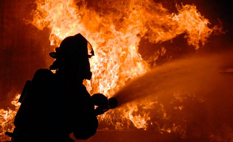 Два пожара и хлопок газа в гараже. Есть пострадавшие и погибшая