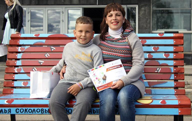 «Ромашковое настроение»: в Рыбинске презентовали семейные лавочки