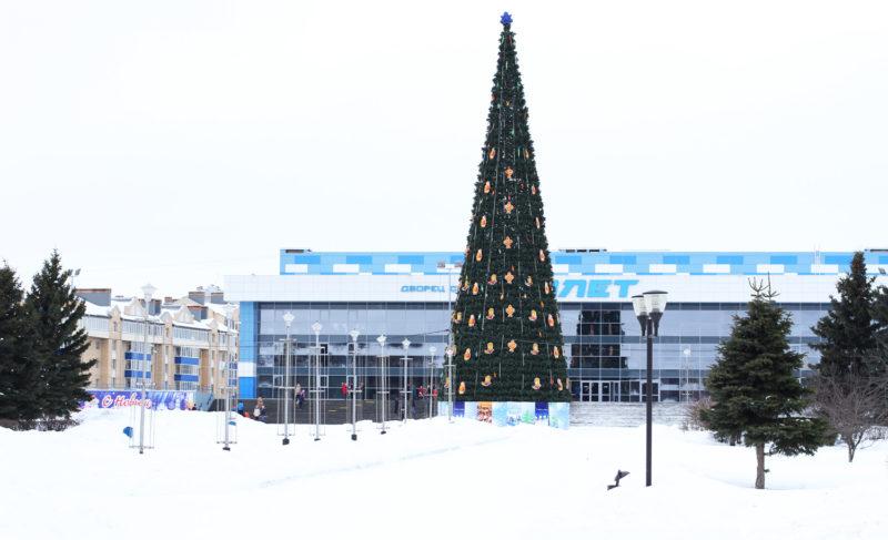 К Новому году в Рыбинске установят больше десятка елей. Их украсят километрами гирлянд