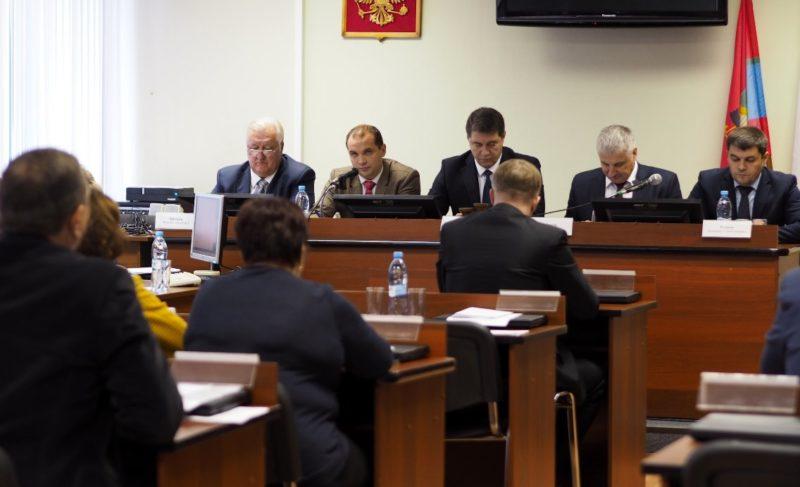«Борьба больших нанайских мальчиков». Депутаты почти час выбирали замену Палочкину, но так и не выбрали