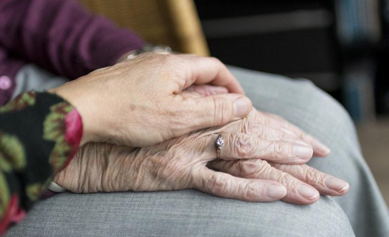 Как поддержать пожилых в условиях самоизоляции. Советы психолога Ирины Ревякиной