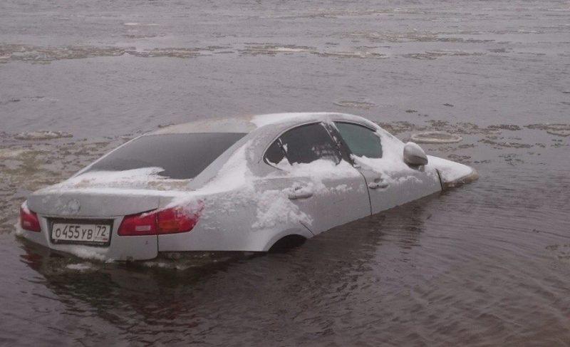 Паркуйтесь правильно. В Рыбинске Волга унесла Lexus