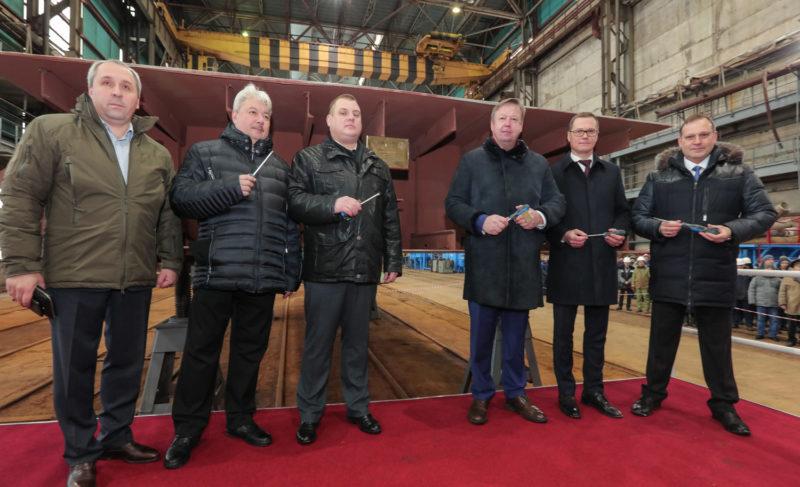 «Это лучший подарок на 110-летие предприятия». «Верфь братьев Нобель» заложила крупнейший в России сухогруз и объявила о полной модернизации