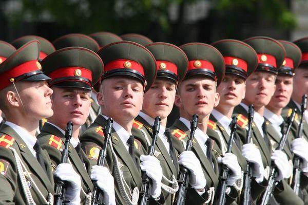 Рыбинский военкомат приглашает поступать в военные вузы. Что это даёт?