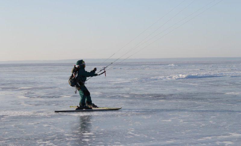 Экстрим и белый простор: на Рыбинском водохранилище прошёл кайтовый марафон. Впечатления участников