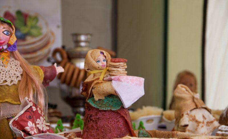 Рыбинцы соорудили снежные фигуры и проводили зиму. Фоторепортаж Александры Кузнецовой с праздничных гуляний