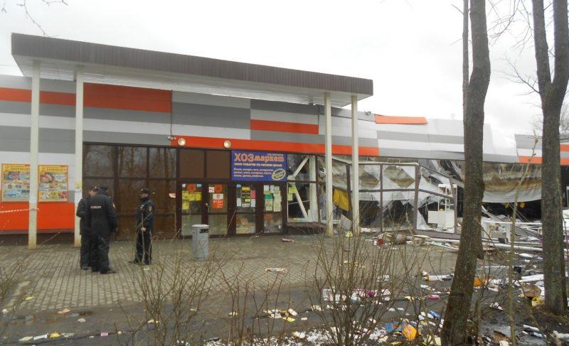 «Стена начала ходить ходуном». В одном из магазинов «Дикси» обрушились крыша и фасад. Рассказ сотрудницы супермаркета