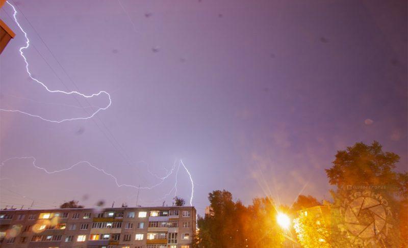Непогода оставила без света три десятка населённых пунктов под Рыбинском. Подборка фото и видео грозы из соцсетей