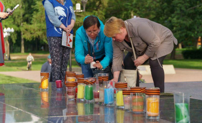 Рыбинцы зажгли свечи в память погибших в Великой Отечественной войне. Фоторепортаж