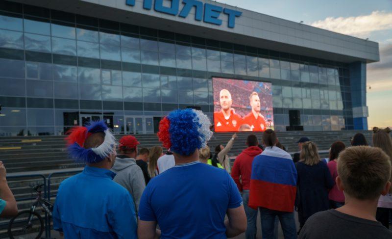 Тысячи болельщиков собрались в фанзоне ЧМ-2018 по футболу. Фоторепортаж Александра Коллякова