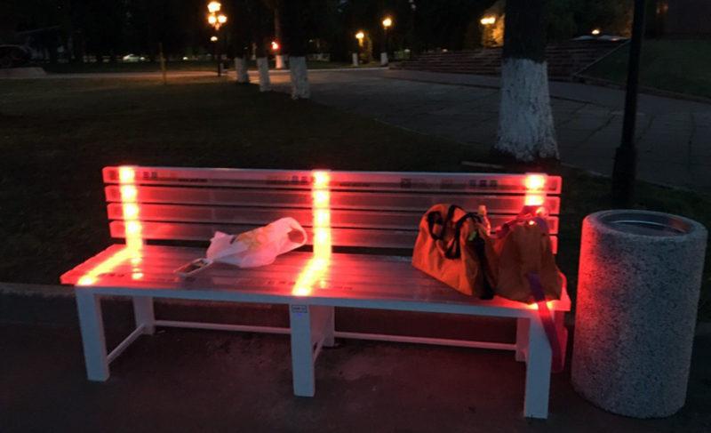 ВРыбинске устанавливают светящиеся лавочки сбесплатным Wi-Fi. Цвет подсветки можно менять самому