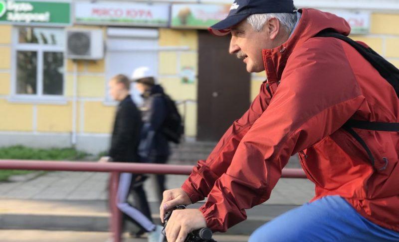Глава Рыбинска приехал в мэрию на велосипеде (видео), но не видит перспектив для этого транспорта. Не все рыбинцы с ним согласны