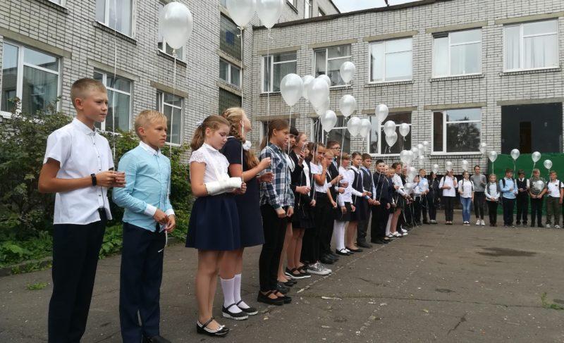 День солидарности в борьбе с терроризмом. Рыбинские школьники отпустили в небо шары