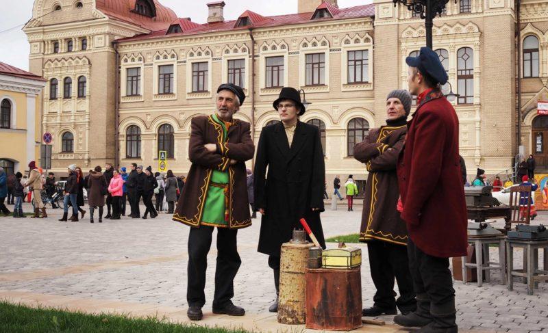 Гонки на офисных стульях и ярмарки: как прошёл День купца в Рыбинске. Фоторепортаж