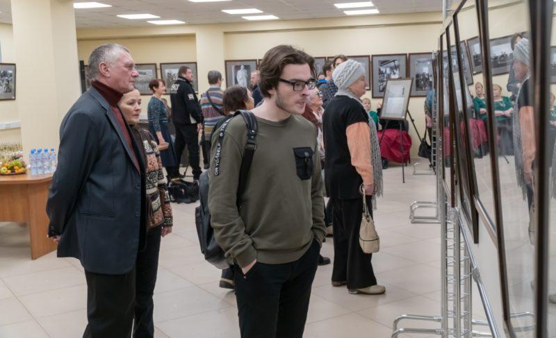 В Рыбинске открылась выставка фотожурналиста Владимира Лагранжа. Она рассказывает, как мы жили. Фоторепортаж