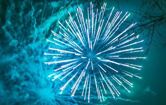 Новогодний салют и бенгальские огни в Инстаграме. Подборка фото и видео