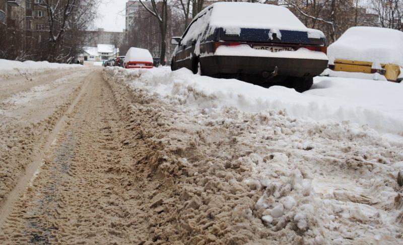 Проблема одна, подход к решению — разный. Как коммунальщики справляются со снегом и что мешает их работе