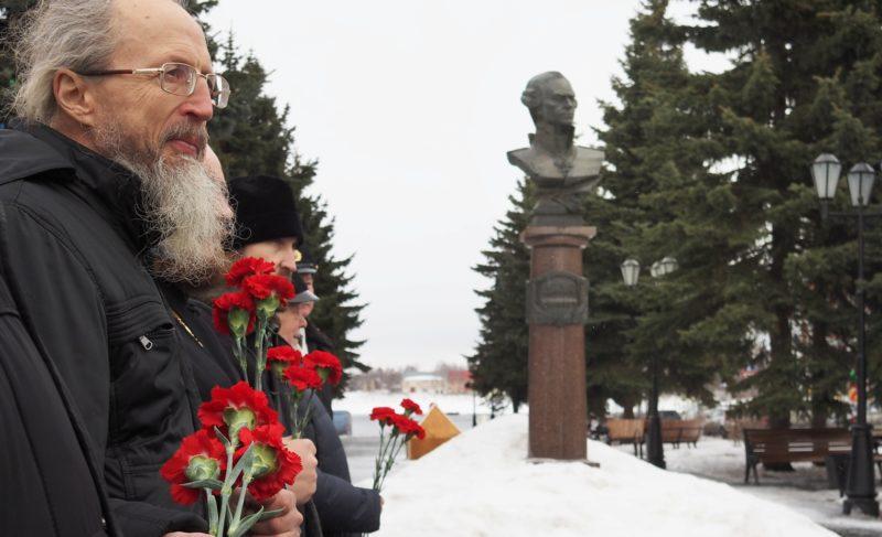 В честь дня рождения флотоводца: в Рыбинске почтили память адмирала Ушакова. Фоторепортаж