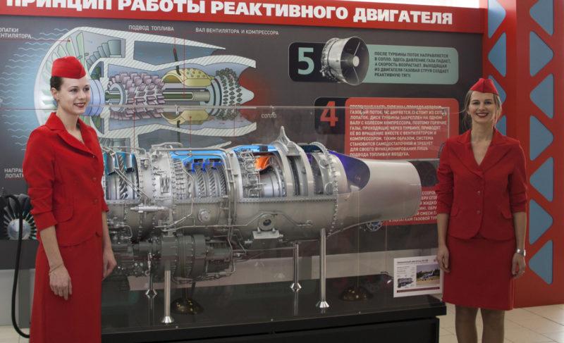 Большой, интерактивный, двухсоткилограммовый: «Сатурн» подарил школе № 12 макет авиационного двигателя