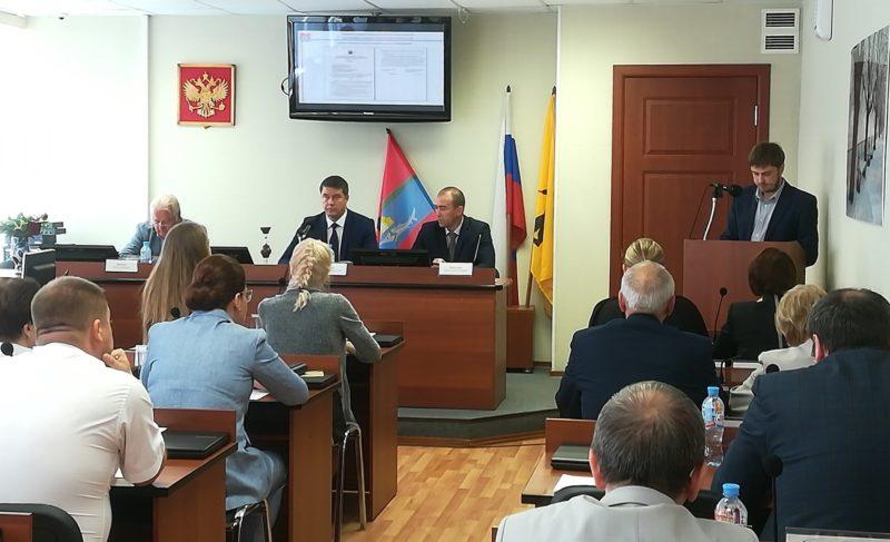Еле договорились: депутаты устроили перепалку в Муниципальном Совете из-за корректировки Устава города