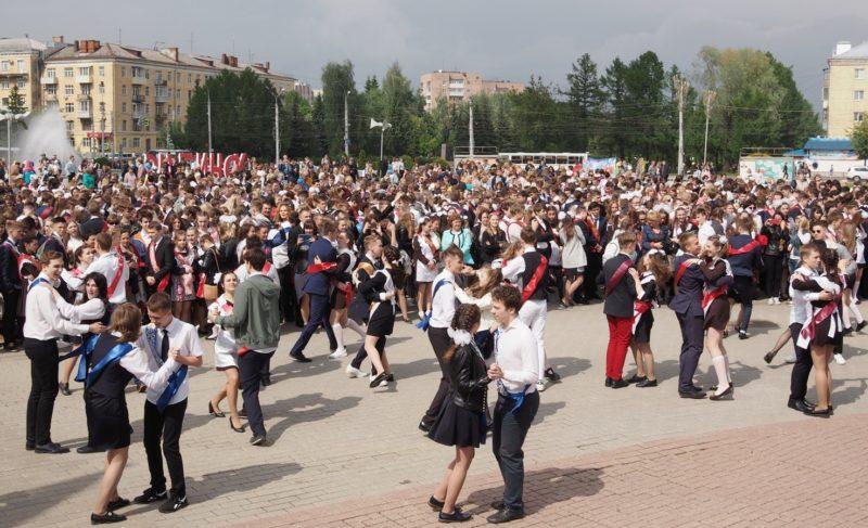 «Вы — будущее Рыбинска». Фоторепортаж с общегородского «Последнего звонка»