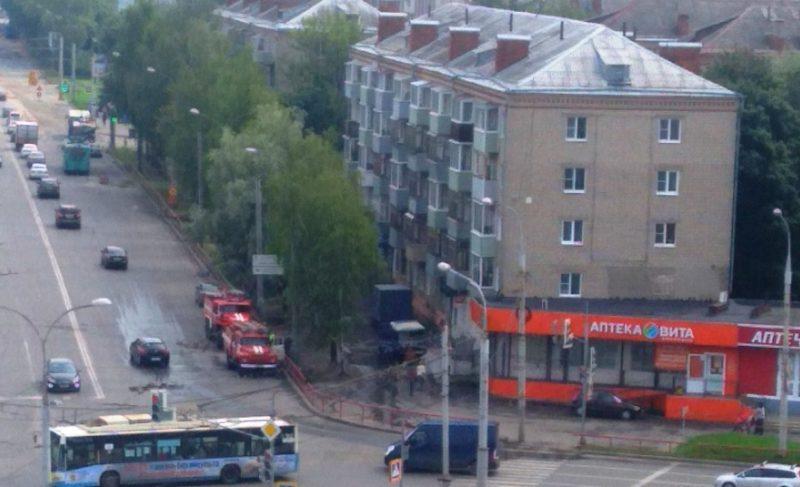 На проспекте Ленина горела машина Почты России. Корреспонденция уцелела