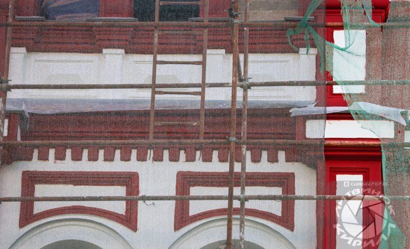 Спустя десятилетия «Мавританский замок» обретает цвет. Фото