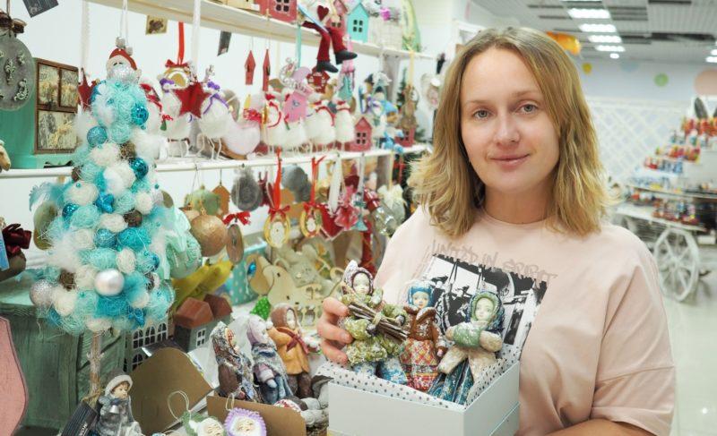 «Такие умения непременно пригодятся». Юлия Панова из Рыбинска создаёт ёлочные игрушки по старинным технологиям