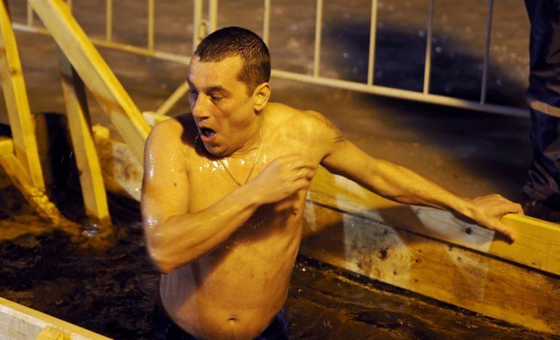Крещенские купания в Рыбинске: фоторепортаж