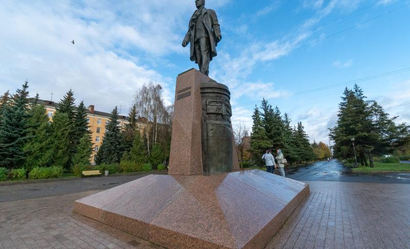 Первый интерактивный: на памятнике Павлу Дерунову установили табличку с QR-кодом
