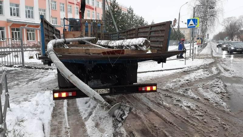 Администрация Рыбинска: владелец самосвала компенсирует расходы навосстановление сбитых светофоров