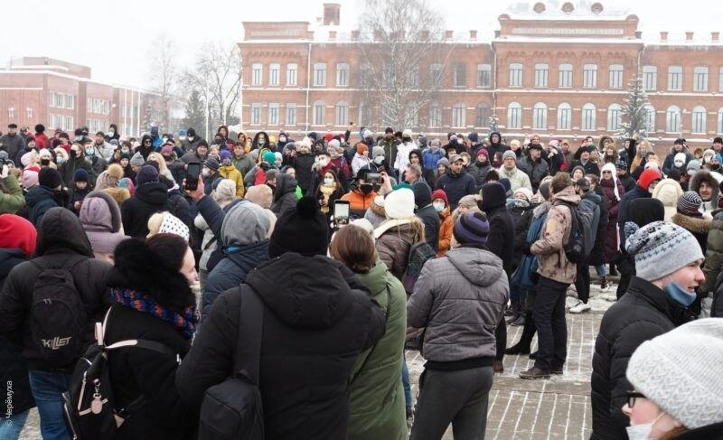 «Мы просто гуляем». Репортаж с несогласованной протестной акции в Рыбинске