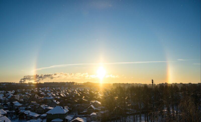 Мороз и гало в Рыбинске: подборка фото из соцсетей