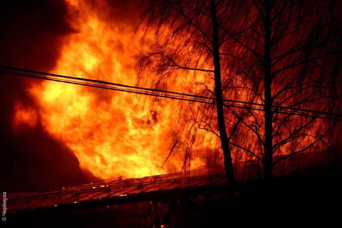 Крупный пожар вРыбинске. Подробности ифото сместа происшествия