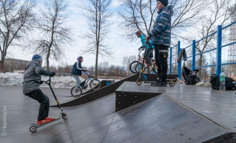«Без зимних тренировок добиться результатов сложно». В Рыбинске скейтбордисты открыли сезон. Фото