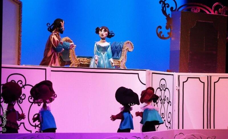 «Нравы во все времена одинаковые!» В Рыбинском театре кукол представили спектакль для взрослых