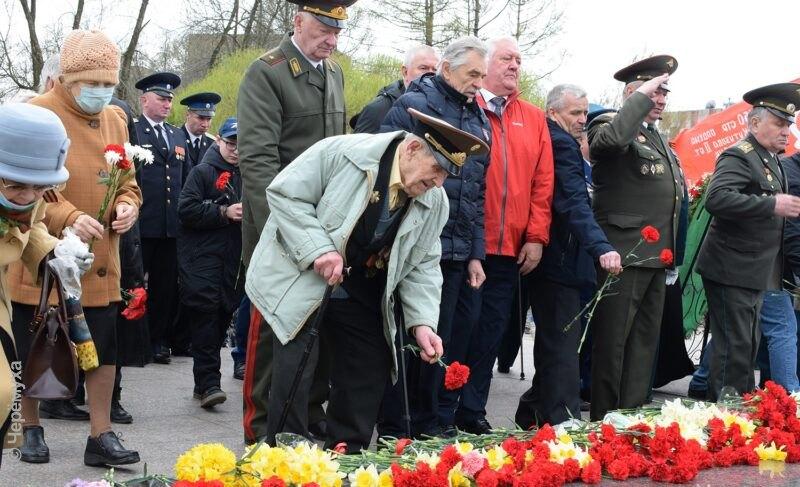 День Победы-2021: возложение цветов к Вечному огню. Фоторепортаж