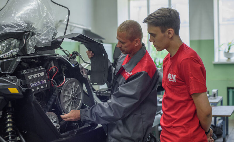 Компании — молодые специалисты, студентам — работа. На «Русской механике» приняли практикантов